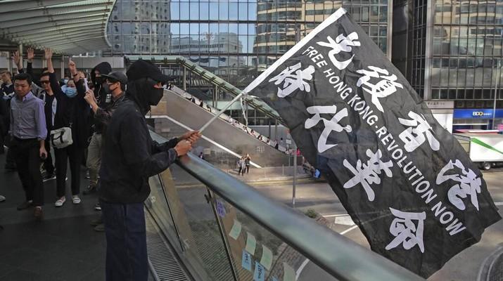 Cerita bagaimana Trump bisa teken UU Hong Kong