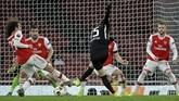 Gelandang Frankfurt Daichi Kamada cetak gol ke gawang Arsenal. Pemain asal Jepang itu mencetak dua gol di laga tersebut. (AP Photo/Matt Dunham)