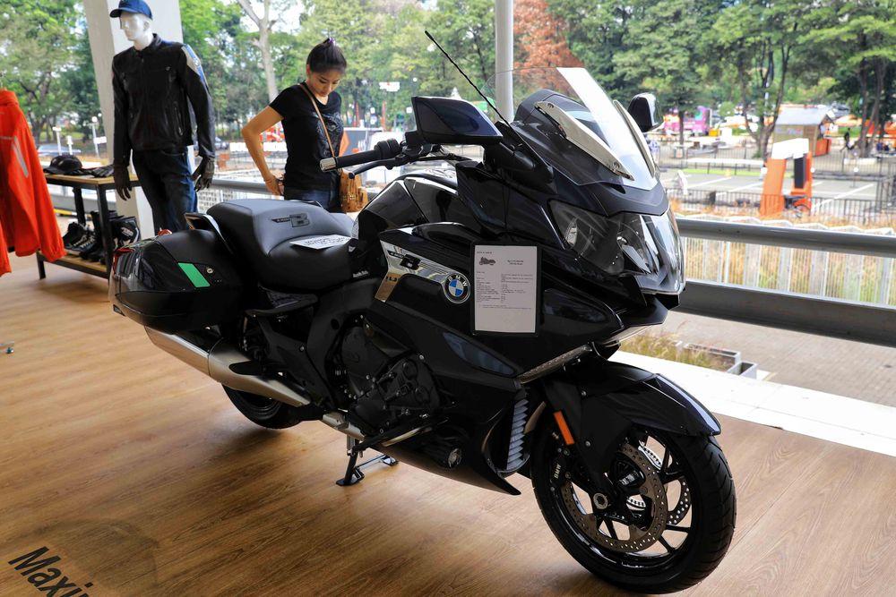 BMW K 1600 B masuk ke Indonesia kali pertama pada 2017 lalu. Motor ini memiliki spek mesin 1.649 cc 6 silinder, dengan power puncak 160 dk pada 7.750 rpm dan torsi 175 Nm di 5.250 rpm. Transmisinya manual 6 percepatan dan sudah ada gigi mundur agar motor berbobot 560 kg ini mudah digeser-geser. Dok: BMW