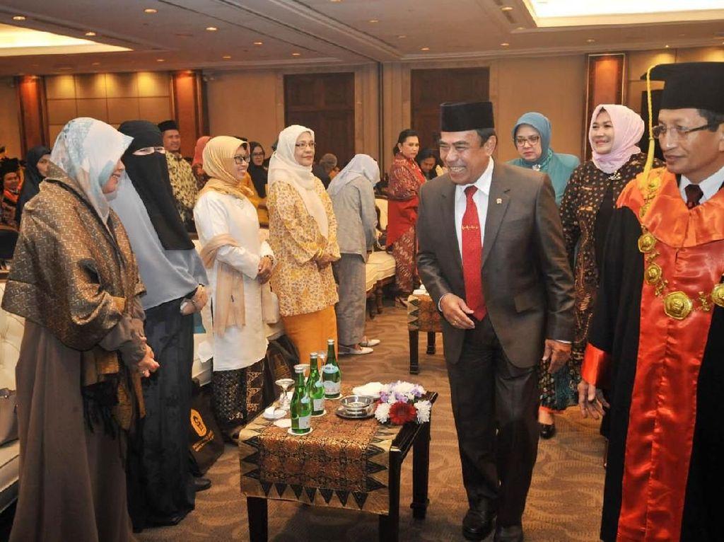 Rektor Institut PTIQ Prof Nasaruddin Umar mendampingi Menteri Agama RI Fachrul Razi dalam rangka wisuda Institut Perguruan Tinggi Ilmu Alquran (PTIQ) di Jakarta, Sabtu (30/11/2019). Wisuda kali ini diikuti ratusan mahasiswa dari lima Fakultas. Foto: dok. Kemenag