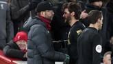 Keluarnya Alisson pada menit ke-76 membuat manajer Liverpool Juergen Klopp memainkan kiper cadangan Adrian menggantikan AlexOxlade-Chamberlain pada menit ke-78. (AP Photo/Jon Super)