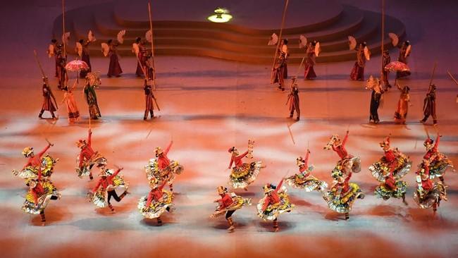 Para penari beraksi dalam pembukaan SEA Games 2019 di Philippine Arena, Bulacan, Filipina, Sabtu (30/11). Pesta olahraga terbesar se-Asia Tenggara tersebut resmi dibuka. (ANTARA FOTO/Nyoman Budhiana)