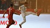Vietnam mengurung pertahanan Indonesia namun kesulitan mencetak gol penyama kedudukan. (ANTARA FOTO/Sigid Kurniawan)