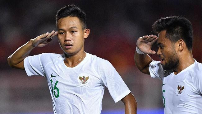 Sani Rizki merayakan gol dengan cara melakukan hormat. (ANTARA FOTO/Sigid Kurniawan)