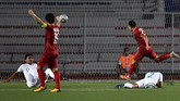 Vietnam akhirnya mencetak gol kemenangan di masa injury time lewat tendangan jarak jauhNguyen Hoang Duc. Indonesia akan menghadapi Brunei dan Laos di dua laga sisa. (ANTARA FOTO/Sigid Kurniawan)