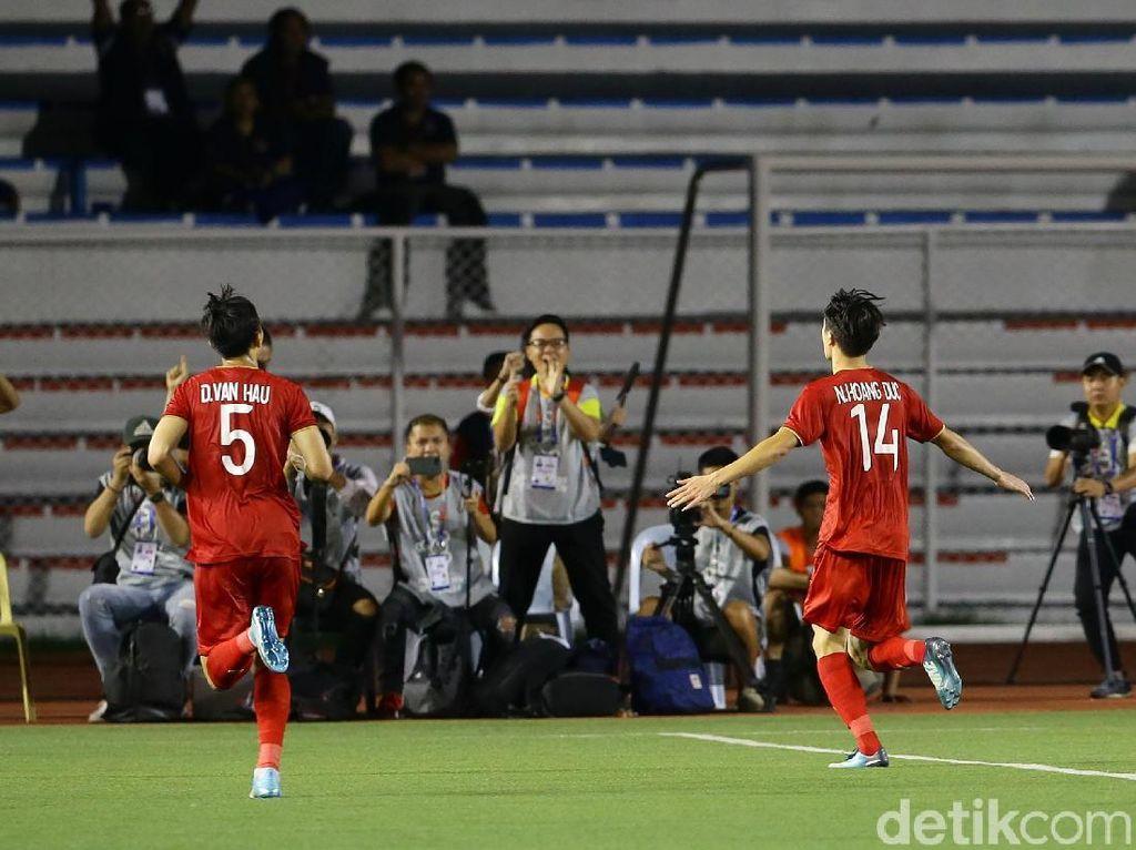 Vietnam mencetak gol keduanya di masa injury time. Gol kedua Vietnam dicetak oleh Nguyen Hoang Duc.