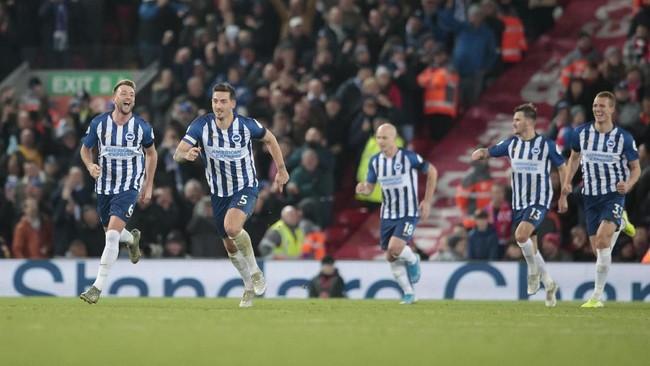 Gol Brighton membuat Adrian sudah delapan kali kebobolan di Liga Inggris daritujuh pertandingan. Adrian dua kali clean sheet saat melawan Burnley dan Sheffield United. (AP Photo/Jon Super)