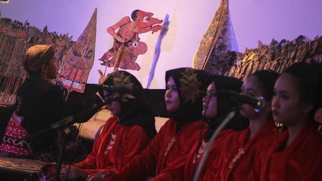 Festival yang diikuti 23 dalang cilik tersebut digelar untuk melestarikan seni tradisi wayang kulit. (ANTARA FOTO/Maulana Surya)