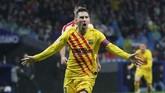 Lionel Messi mencetak gol kemenangan Barcelona pada menit ke-86 setelah melakukan kerjasama satu-dua dengan Luis Suarez. (AP Photo/Manu Fernandez)