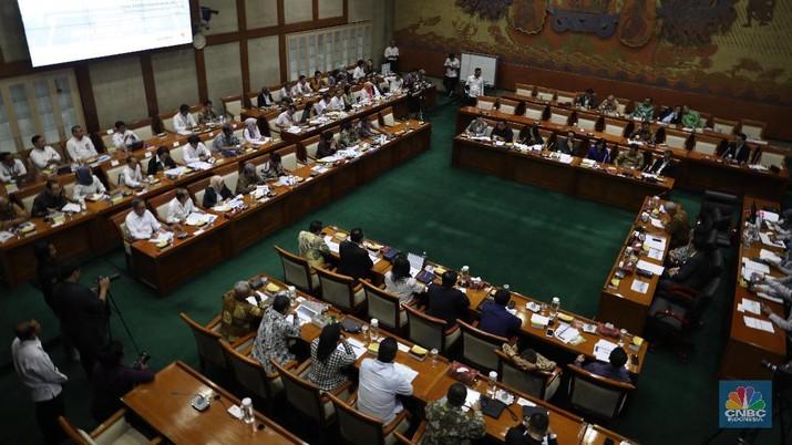 Rapat kerja dengan Menteri BUMN Erick Thohir bersama Komisi VI DPR RI (CNBC Indonesia/Tri Susilo)