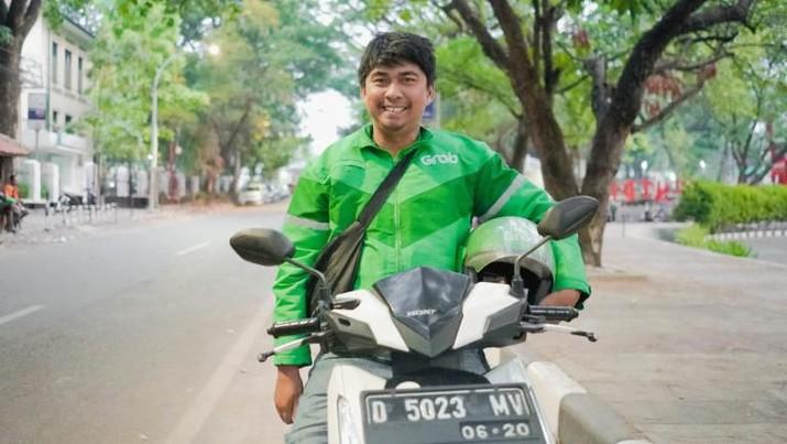 Kisah Bonar, Teman Tuli yang Mandiri Setelah Gabung Grab