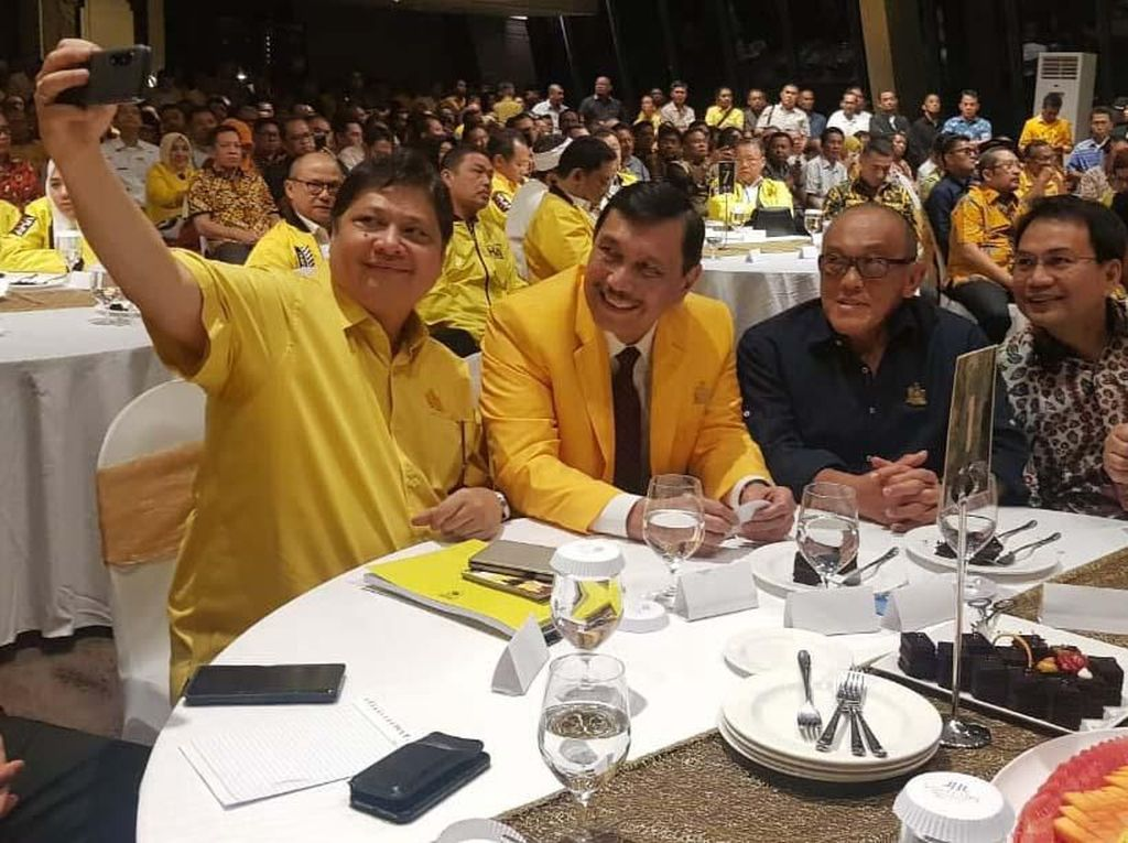 Aburizal Bakrie, Akbar Tanjung dan Luhut B. Panjaitan menghadiri acara ini. Pool/Golkar.