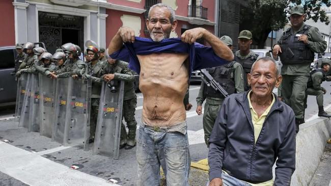 Krisis Venezuela yang terjadi sejak Pemilu 2018 berbuntut panjang dan menyisakan krisis ekonomi bagi warganya.(CRISTIAN HERNANDEZ / AFP)