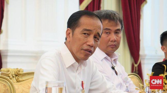 Jokowi soal Pencopotan Ronny Sompie: Tanyakan ke Menkumham