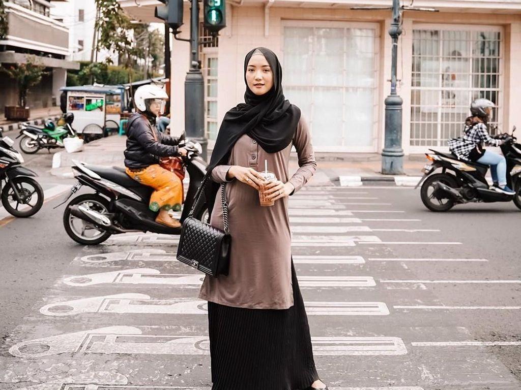 Sama seperti adiknya, Erica juga punya paras cantik. Perempuan kelahiran Bandung 17 April 1993 ini juga berkecimpung di dunia hiburan. Ia dikenal sebagai aktris dan aktif juga dalam dunia modeling. Di samping itu juga ia hobi kulineran. Foto: instagram @ericaputrii