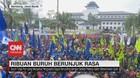 VIDEO: Ribuan Buruh Berunjuk Rasa di Depan Gedung Sate