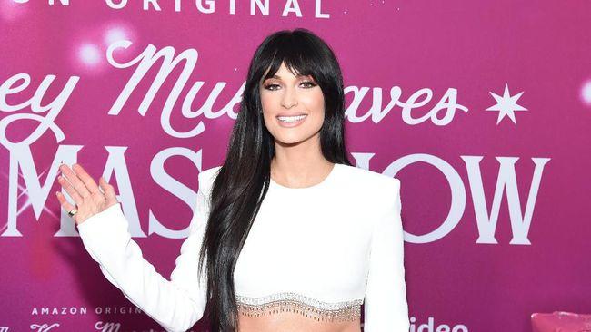 Kacey Musgraves Ajak Lana Del Rey hingga Troye di Album Natal