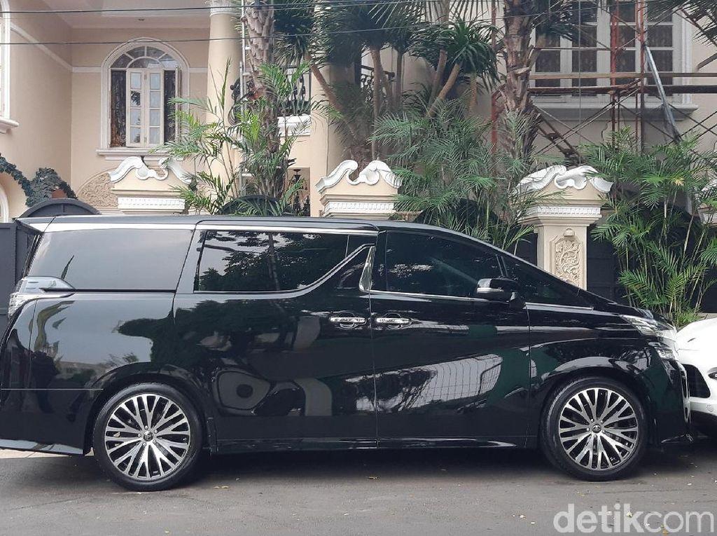 ada 1.513 kendaraan roda empat kategori mewah yang beredar di wilayah DKI Jakarta, atas aksi door to door yang dilakukan BPRD banyak kendaraan mewah yang sudah menuntaskan wajib pajaknya.