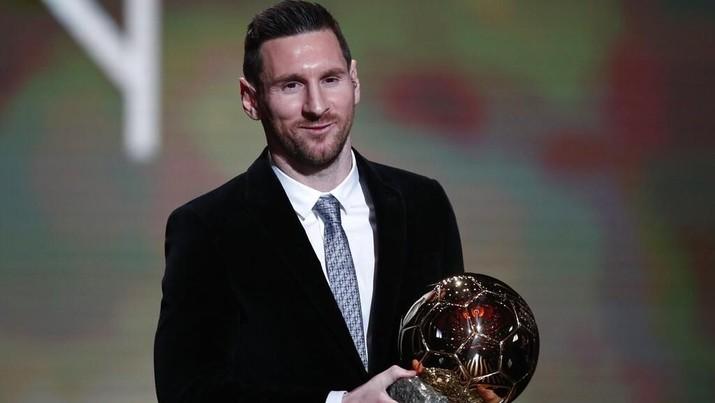 Lionel Messi memenangi Ballon d'Or 2019 setelah mengalahkan Virgil van Dijk dan Cristiano Ronaldo pada Senin, 2 Desember 2019 di Paris, Prancis.