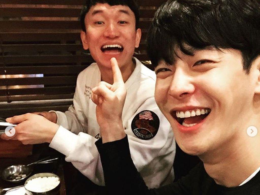 Cha In Ha kerap mengunggah foto keseruannya bersama rekan-rekannya.Dok. Instagram