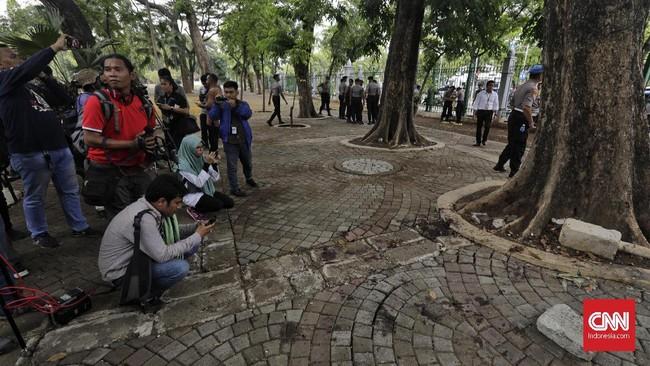 Ledakan terjadi di kawasan Monumen Nasional (Monas), Jakarta Pusat, Selasa (3/12) pagi. (CNN Indonesia/ Adhi Wicaksono)