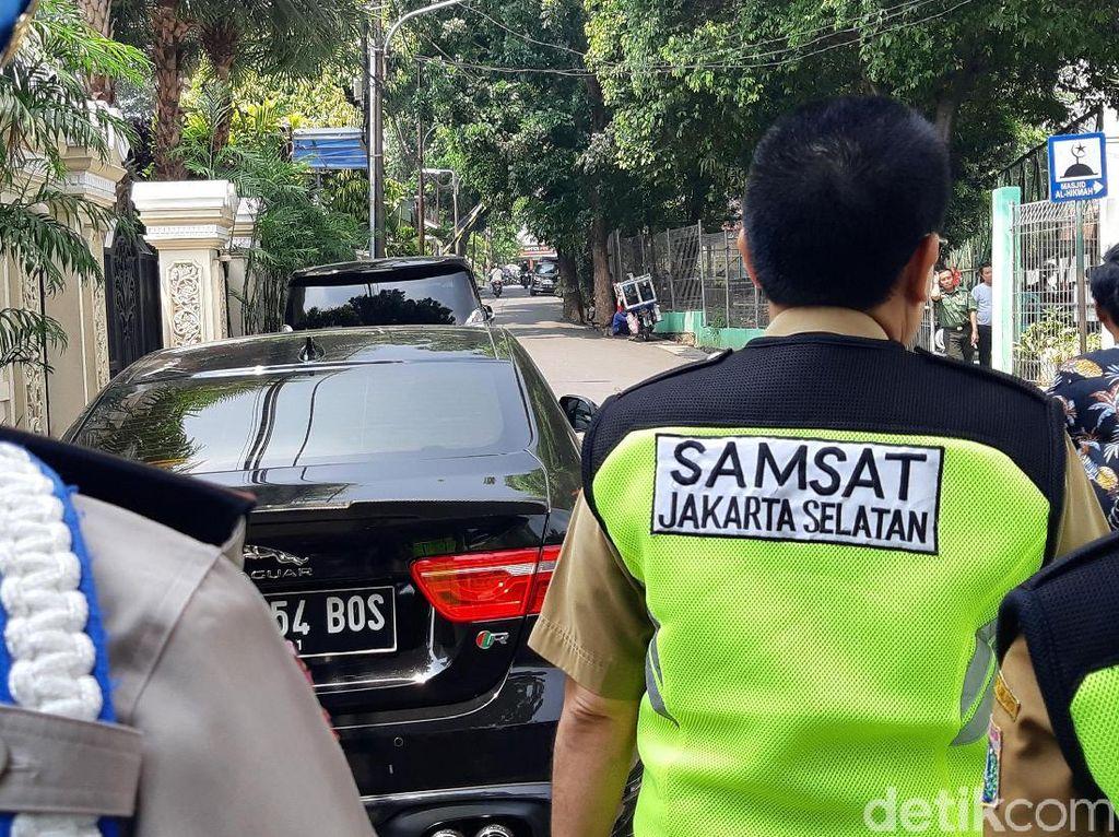 Kali ini razia bertempat di salah satu perumahan Jl. Praja Raya, Jakarta Selatan, Selasa (3/12/2019).