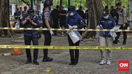 FOTO: Olah TKP Ledakan di Monas