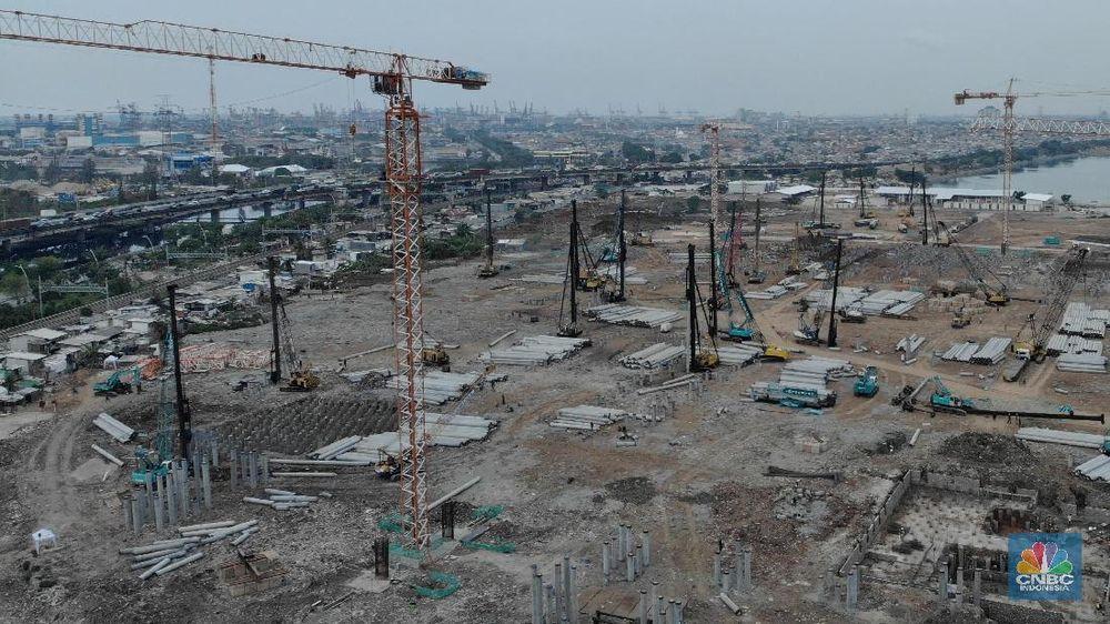 Saat ini, pembangunan Stadion BMW telah mencapai tahap pemasangan tiang pancang di struktur bawah dengan persentase 7,1 persen. Pemasangan struktur bawah tersebut ditargetkan selesai akhir tahun 2019. (CNBC Indonesia/Andrean Kristianto)