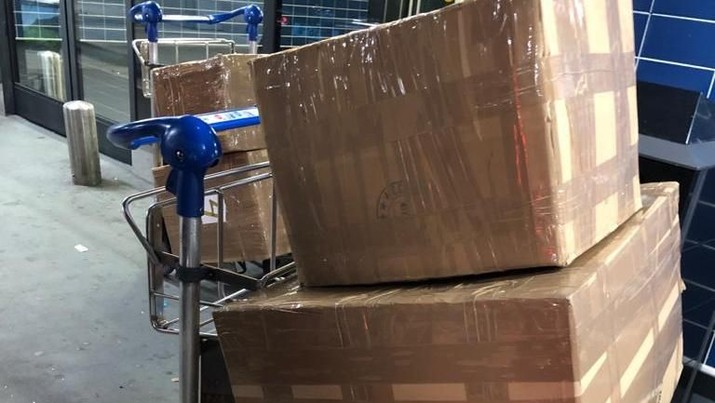 Komponen motor Harley Davidson bekas dan 2 buah sepeda Brompton baru masuk ke Indonesia secara ilegal melalui Pesawat Airbus milik Garuda Indonesia.