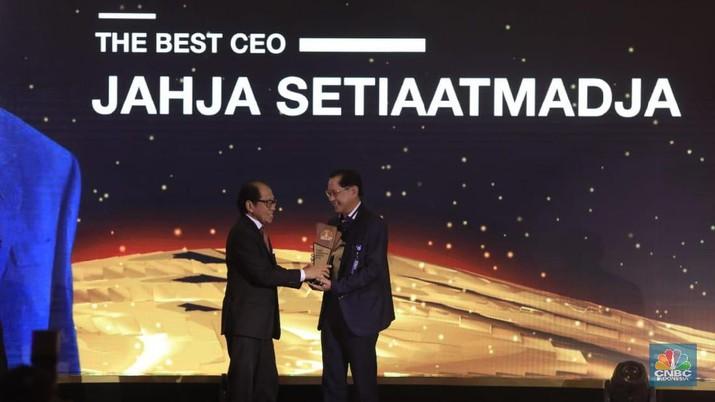 Presiden Direktur PT Bank Central Asia Tbk (BBCA) Jahja Setiaatmadja terpilih menjadi The Best CEO dalam CNBC Indonesia Award 2019.