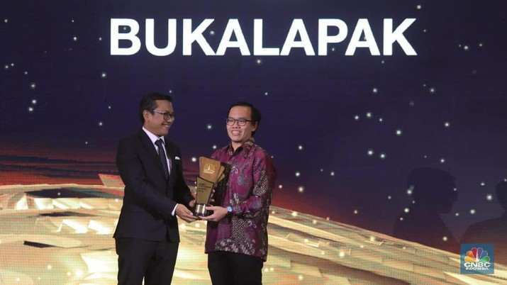 E-commerce unicorn asal Indonesia Bukalapak memenangkan penghargaan dalam ajang CNBC Indonesia Award 2019 untuk kategori The Best E-Commerce.