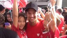 VIDEO: Keluarga dan Fans Sambut Tim Bali United di Bandara