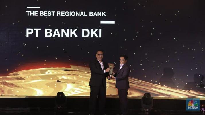 PT Bank DKI meraih penghargaan sebagai The Best Regional Bank dalam CNBC Indonesia Awards 2019, karena berperan penting bagi masyarakat DKI Jakarta.