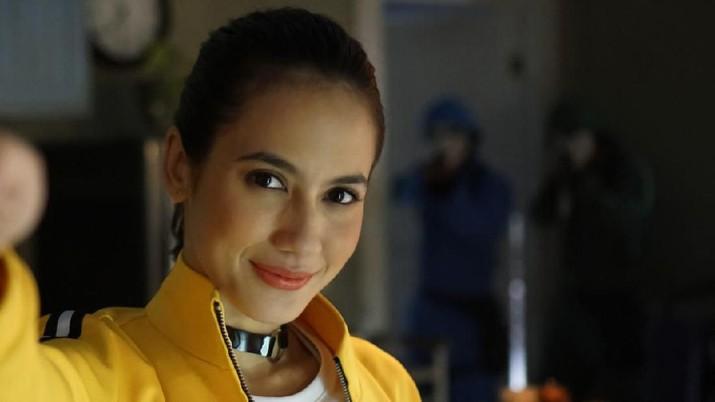 Aktris Pevita Pearce menjadi bintang utama dalam film action pendek berjudul Rumah Pevita Diserang Orang Gak Dikenal! yang disutradai oleh Timo Tjahjanto.