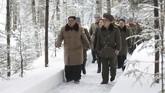 Kim juga mengunjungi Gunung Paektu pada Oktober lalu.(Korean Central News Agency/Korea News Service via AP)