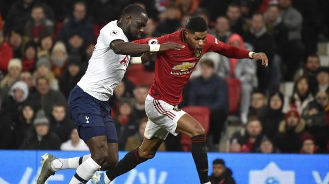 Di awal babak kedua tuan rumah MU kembali memiliki peluang untuk unggul setelah Rashford dijatuhkan gelandang Tottenham Moussa Sissoko di kotak penalti. Wasit Paul Tierney memberikan hadiah penalti untuk MU. (AP Photo/Rui Vieira)