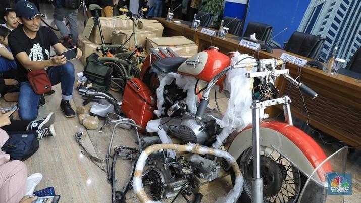 Harga sepeda motor Harley yang diselundupkan Rp 800 juta.