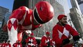Balon Power Rangers Mighty Morphin di Sixth Avenue di New York saat Parade Macy's Thanksgiving pada Kamis (29/11). (AP Photo/Jeenah Moon)