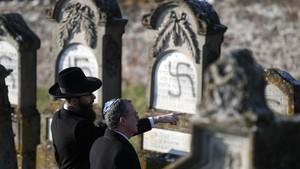 FOTO: Makam Yahudi di Prancis Jadi Korban Aksi Vandalisme