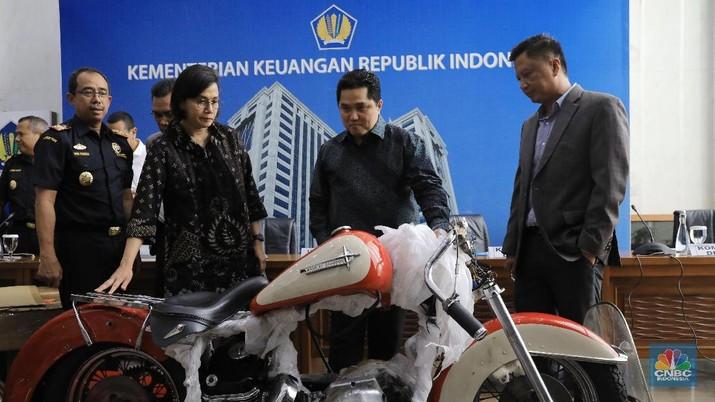 Menteri BUMN, Erick Thohir, menyatakan memberhentikan Direktur Utama PT Garuda Indonesia Tbk (GIAA), I Gusti Ngurah Askhara atau Ari Askhara.