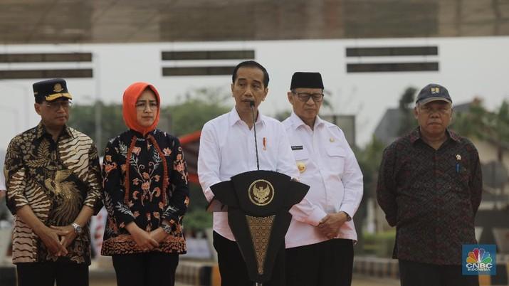 Demikian disampaikan Jokowi selepas meresmikan JORR II ruas Kunciran-Serpong di Gerbang Tol Parigi, Tangerang Selatan, Banten, Jumat (6/12/2019) sore.