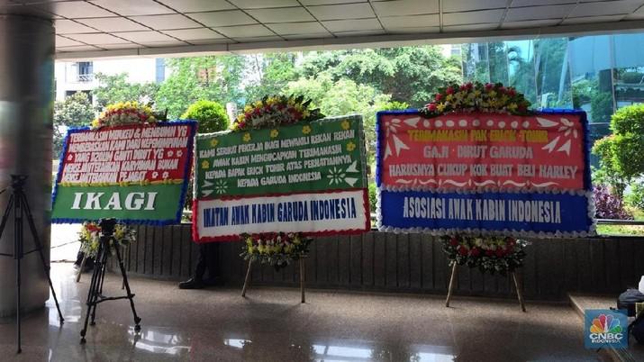 Dirut Garuda Dipecat, Erick Thohir Kebanjiran Karangan Bunga