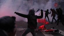 FOTO: Aksi Mogok Massal Berujung Ricuh di Paris