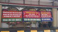 Erick Copot Dirut Garuda, Karangan Bunga Banjiri Kementerian BUMN