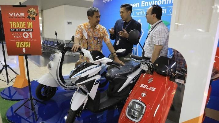 Demi memasyarakatkan penggunaan motor listrik, PLN & BRI melakukan program trade in motor listrik (molis).