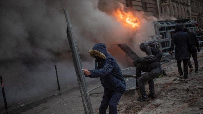Polisi Prancis Tangkap 90 Orang dalam Demo Sistem Pensiun