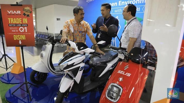 PLN-BRI Gelar Program Tukar Motor Lama dengan Motor Listrik
