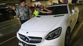 Sejumlah Mobil Mewah di Apartemen Jakbar Tunggak Pajak