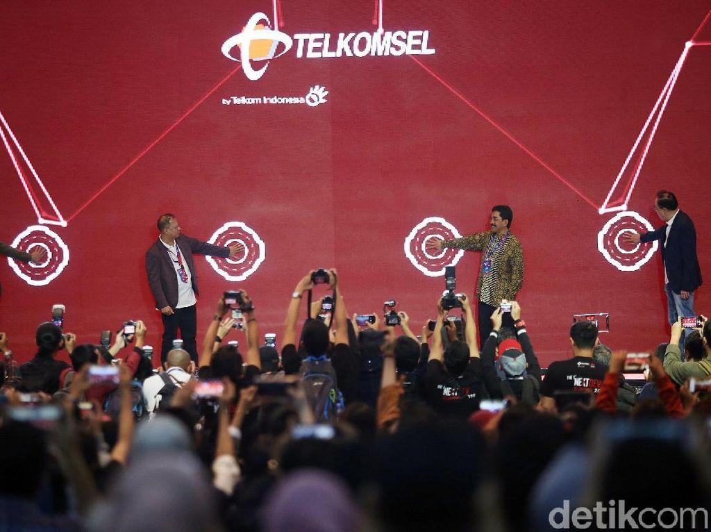Acting CEO Telkomsel, Dirjen Informasi dan Komunikasi Publik Kominfo dan jajaran membuka Telkomsel The NextDev Summit 2019 yang digelar di Jakarta, Sabtu (7/12/2019).