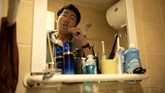Zhuansun hanya memenuhi kebutuhan kliennya akan perbincangan intim yang hangat dengan sedikit bumbu godaan. (AFP Photo/Noel Celis)